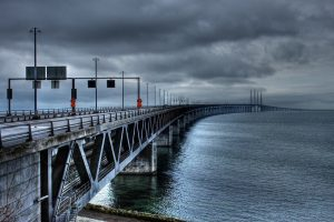 the-oresund-bridge-753625_1280